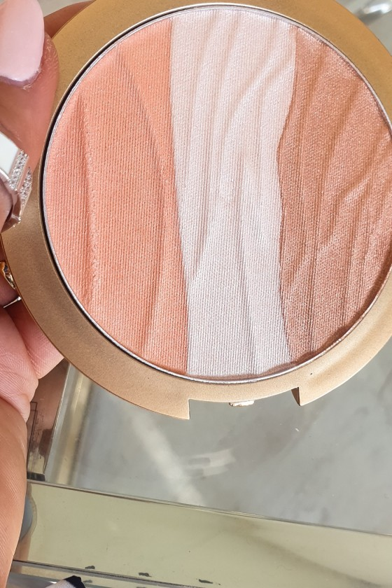 Sheer & Glow peach / nude mineral bronzer